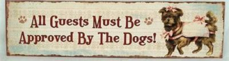 Sinal All Guests Must Be Approved By the Dogs